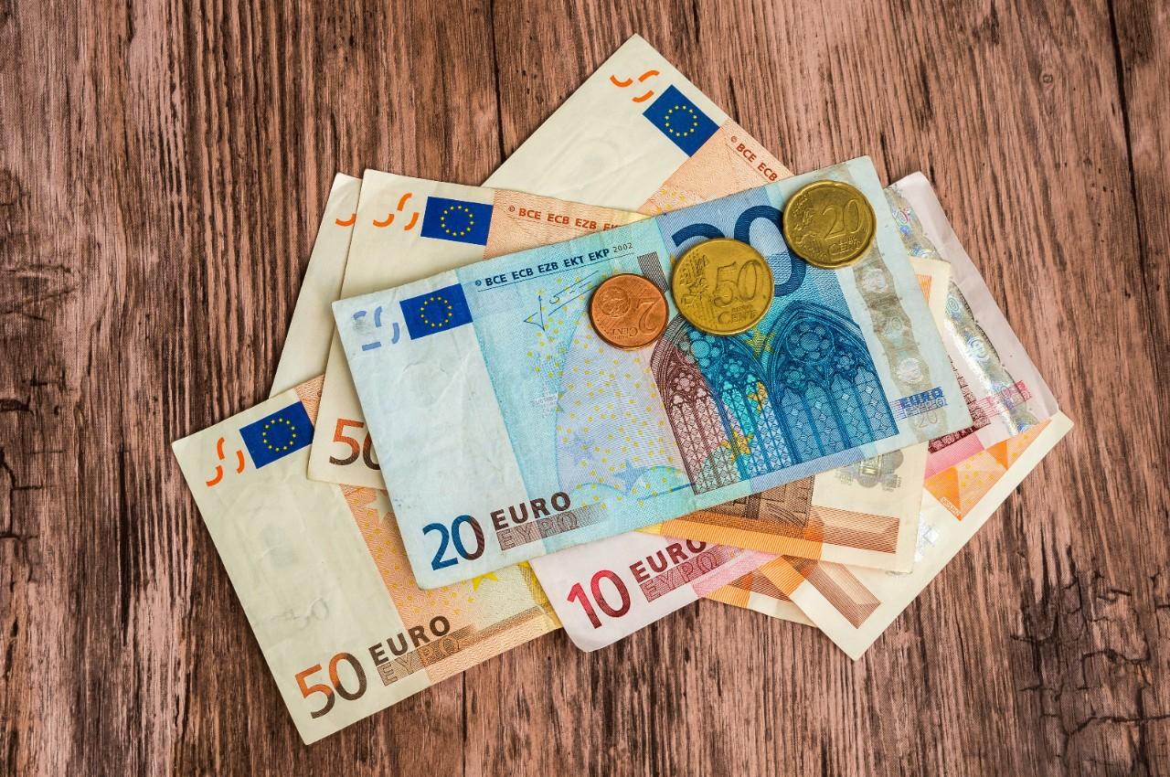Citaten Geld Web : Cash geld opnemen als ondernemer kbc bank verzekering